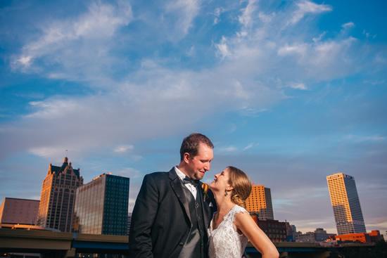 milwaukee-skyline-wedding-photo-550