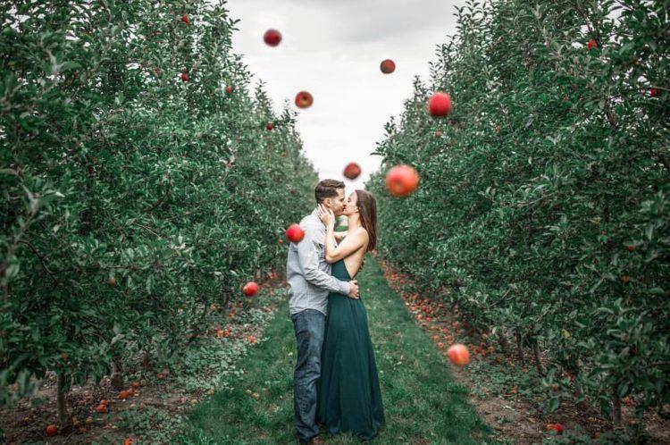 Apple Engagement - Lottie Lillian Photography